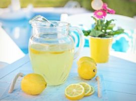 Fruity low-sugar lemonade as a thirst quencher